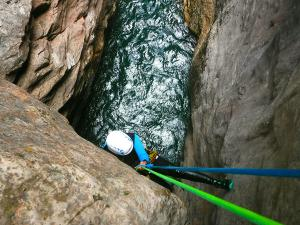 Boca-del-Infierno-Descenso-de-cañones-barranquismo-valle-de-hecho-guías-de-montaña-y-barrancos-Mountain-and-canyon-guides-canyoning-Lurra-adventure-65