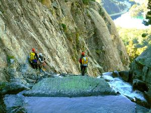 Caldares-Barranquismo-Valle-de-Tena-Valle-de-Ossau-Descenso-de-cañones-barranquismo-valle-de-hecho-guías-de-montaña-y-barrancos-Mountain-and-canyon-guides-canyoning-Lurra-adventure-5