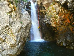 Caldares-Barranquismo-Valle-de-Tena-Valle-de-Ossau-Descenso-de-cañones-barranquismo-valle-de-hecho-guías-de-montaña-y-barrancos-Mountain-and-canyon-guides-canyoning-Lurra-adventure-8