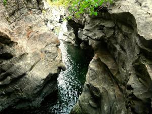 Cap-de-Pount-Barranquismo-Valle-de-Tena-Valle-de-Ossau-Descenso-de-cañones-barranquismo-valle-de-hecho-guías-de-montaña-y-barrancos-Mountain-and-canyon-guides-canyoning-Lurra-adventure-22