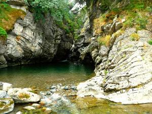 Cap-de-Pount-Barranquismo-Valle-de-Tena-Valle-de-Ossau-Descenso-de-cañones-barranquismo-valle-de-hecho-guías-de-montaña-y-barrancos-Mountain-and-canyon-guides-canyoning-Lurra-adventure-23
