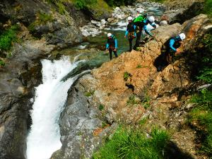 Curso de Aguas Vivas Barranquismo. Curso de descenso de cañones, Aguas Vivas.Guias profesionales de barrancos. Euskadi, Pais Vasco, Navarra, Pirineos-16