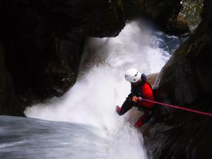 Curso de Aguas Vivas Barranquismo. Curso de descenso de cañones, Aguas Vivas.Guias profesionales de barrancos. Euskadi, Pais Vasco, Navarra, Pirineos-18