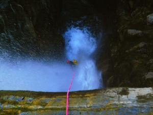 Curso de Aguas Vivas Barranquismo. Curso de descenso de cañones, Aguas Vivas.Guias profesionales de barrancos. Euskadi, Pais Vasco, Navarra, Pirineos-22
