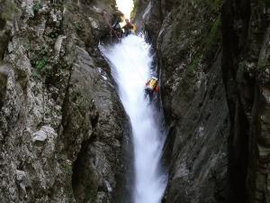Curso de Aguas Vivas Barranquismo. Curso de descenso de cañones, Aguas Vivas.Guias profesionales de barrancos. Euskadi, Pais Vasco, Navarra, Pirineos-24