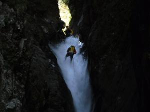 Curso de Aguas Vivas Barranquismo. Curso de descenso de cañones, Aguas Vivas.Guias profesionales de barrancos. Euskadi, Pais Vasco, Navarra, Pirineos-25