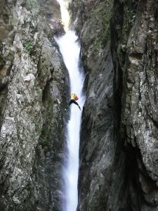 Curso de Aguas Vivas Barranquismo. Curso de descenso de cañones, Aguas Vivas.Guias profesionales de barrancos. Euskadi, Pais Vasco, Navarra, Pirineos-26