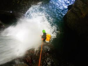 Curso de Aguas Vivas Barranquismo. Curso de descenso de cañones, Aguas Vivas.Guias profesionales de barrancos. Euskadi, Pais Vasco, Navarra, Pirineos-3
