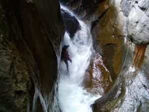 Curso de Aguas Vivas Barranquismo. Curso de descenso de cañones, Aguas Vivas.Guias profesionales de barrancos. Euskadi, Pais Vasco, Navarra, Pirineos-32