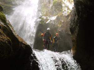 Curso de Aguas Vivas Barranquismo. Curso de descenso de cañones, Aguas Vivas.Guias profesionales de barrancos. Euskadi, Pais Vasco, Navarra, Pirineos-4