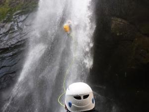 Curso de Aguas Vivas Barranquismo. Curso de descenso de cañones, Aguas Vivas.Guias profesionales de barrancos. Euskadi, Pais Vasco, Navarra, Pirineos-5