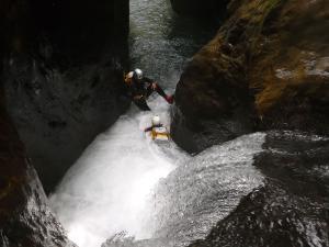 Curso de Aguas Vivas Barranquismo. Curso de descenso de cañones, Aguas Vivas.Guias profesionales de barrancos. Euskadi, Pais Vasco, Navarra, Pirineos-6