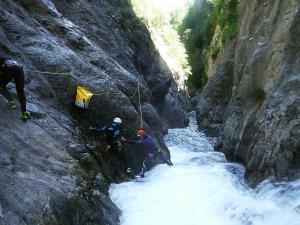 Curso de Aguas Vivas Barranquismo. Curso de descenso de cañones, Aguas Vivas.Guias profesionales de barrancos. Euskadi, Pais Vasco, Navarra, Pirineos-8