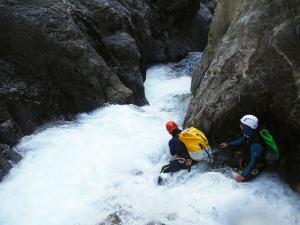 Curso de Aguas Vivas Barranquismo. Curso de descenso de cañones, Aguas Vivas.Guias profesionales de barrancos. Euskadi, Pais Vasco, Navarra, Pirineos-9