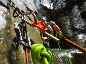 Curso de Grandes Verticales Barranquismo. Curso de descenso de cañones, Grandes Verticales.Guias profesionales de barrancos. Euskadi, Pais Vasco, Navarra, Pirineos-1