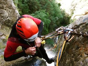 Curso de Grandes Verticales Barranquismo. Curso de descenso de cañones, Grandes Verticales.Guias profesionales de barrancos. Euskadi, Pais Vasco, Navarra, Pirineos-22