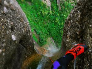 Curso de Grandes Verticales Barranquismo. Curso de descenso de cañones, Grandes Verticales.Guias profesionales de barrancos. Euskadi, Pais Vasco, Navarra, Pirineos-3