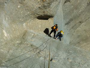 Curso de Grandes Verticales Barranquismo. Curso de descenso de cañones, Grandes Verticales.Guias profesionales de barrancos. Euskadi, Pais Vasco, Navarra, Pirineos-35
