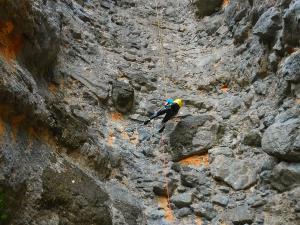 Curso de Grandes Verticales Barranquismo. Curso de descenso de cañones, Grandes Verticales.Guias profesionales de barrancos. Euskadi, Pais Vasco, Navarra, Pirineos-4