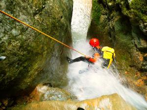 Barranquismo-Descenso-de-cañones-iniciación-canyoning-Descenso-de-Diblozulo-Navarra-Euskal-Herria-Pais-Vasco-Euskadi-11