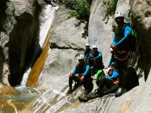Estribiella-Descenso-de-cañones-barranquismo-valle-de-hecho-guías-de-montaña-y-barrancos-Mountain-and-canyon-guides-canyoning-Lurra-adventure-12