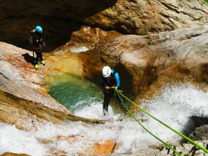 Estribiella-Descenso-de-cañones-barranquismo-valle-de-hecho-guías-de-montaña-y-barrancos-Mountain-and-canyon-guides-canyoning-Lurra-adventure-3