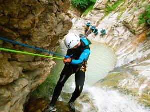 Estribiella-Descenso-de-cañones-barranquismo-valle-de-hecho-guías-de-montaña-y-barrancos-Mountain-and-canyon-guides-canyoning-Lurra-adventure-37