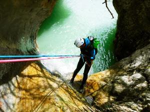 Estribiella-Descenso-de-cañones-barranquismo-valle-de-hecho-guías-de-montaña-y-barrancos-Mountain-and-canyon-guides-canyoning-Lurra-adventure-41