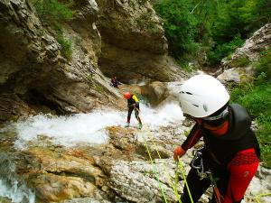 Estribiella-Descenso-de-cañones-barranquismo-valle-de-hecho-guías-de-montaña-y-barrancos-Mountain-and-canyon-guides-canyoning-Lurra-adventure-51