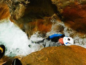 Foz-de-Fago-Descenso-de-cañones-barranquismo-valle-de-hecho-guías-de-montaña-y-barrancos-Mountain-and-canyon-guides-canyoning-Lurra-adventure-1