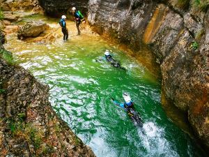 Foz-de-Fago-Descenso-de-cañones-barranquismo-valle-de-hecho-guías-de-montaña-y-barrancos-Mountain-and-canyon-guides-canyoning-Lurra-adventure-11