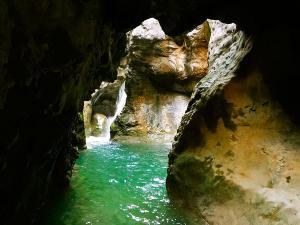 Foz-de-Fago-Descenso-de-cañones-barranquismo-valle-de-hecho-guías-de-montaña-y-barrancos-Mountain-and-canyon-guides-canyoning-Lurra-adventure-14
