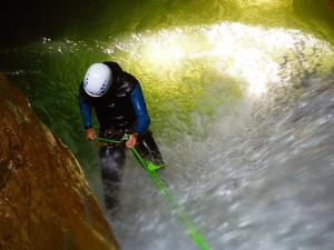 Foz-de-Fago-Descenso-de-cañones-barranquismo-valle-de-hecho-guías-de-montaña-y-barrancos-Mountain-and-canyon-guides-canyoning-Lurra-adventure-18