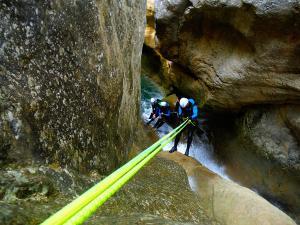 Foz-de-Fago-Descenso-de-cañones-barranquismo-valle-de-hecho-guías-de-montaña-y-barrancos-Mountain-and-canyon-guides-canyoning-Lurra-adventure-19