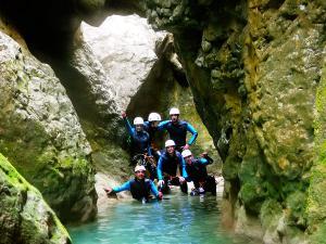 Foz-de-Fago-Descenso-de-cañones-barranquismo-valle-de-hecho-guías-de-montaña-y-barrancos-Mountain-and-canyon-guides-canyoning-Lurra-adventure-21