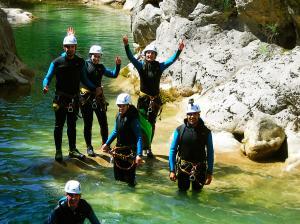 Foz-de-Fago-Descenso-de-cañones-barranquismo-valle-de-hecho-guías-de-montaña-y-barrancos-Mountain-and-canyon-guides-canyoning-Lurra-adventure-23