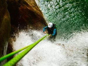 Foz-de-Fago-Descenso-de-cañones-barranquismo-valle-de-hecho-guías-de-montaña-y-barrancos-Mountain-and-canyon-guides-canyoning-Lurra-adventure-24