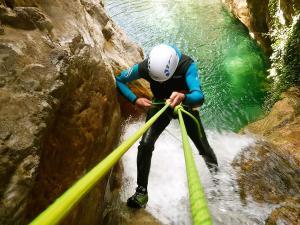 Foz-de-Fago-Descenso-de-cañones-barranquismo-valle-de-hecho-guías-de-montaña-y-barrancos-Mountain-and-canyon-guides-canyoning-Lurra-adventure-27