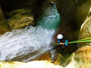 Foz-de-Fago-Descenso-de-cañones-barranquismo-valle-de-hecho-guías-de-montaña-y-barrancos-Mountain-and-canyon-guides-canyoning-Lurra-adventure-28