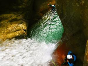 Foz-de-Fago-Descenso-de-cañones-barranquismo-valle-de-hecho-guías-de-montaña-y-barrancos-Mountain-and-canyon-guides-canyoning-Lurra-adventure-30