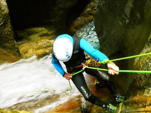 Foz-de-Fago-Descenso-de-cañones-barranquismo-valle-de-hecho-guías-de-montaña-y-barrancos-Mountain-and-canyon-guides-canyoning-Lurra-adventure-31