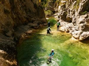 Foz-de-Fago-Descenso-de-cañones-barranquismo-valle-de-hecho-guías-de-montaña-y-barrancos-Mountain-and-canyon-guides-canyoning-Lurra-adventure-35