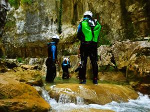 Foz-de-Fago-Descenso-de-cañones-barranquismo-valle-de-hecho-guías-de-montaña-y-barrancos-Mountain-and-canyon-guides-canyoning-Lurra-adventure-7