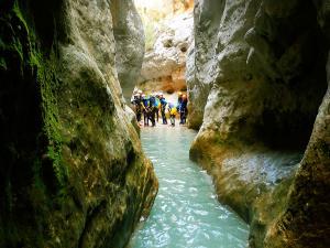 Descenso-barranco-Formiga-Barranquismo-Sierra-de-Guara-Guías-de-Barrancos-Canyoning-Canyon-Guides-Mendi-eta-arroila-gidariak-Arroila-jeitsiera-10