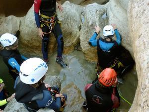 Descenso-barranco-Formiga-Barranquismo-Sierra-de-Guara-Guías-de-Barrancos-Canyoning-Canyon-Guides-Mendi-eta-arroila-gidariak-Arroila-jeitsiera-11