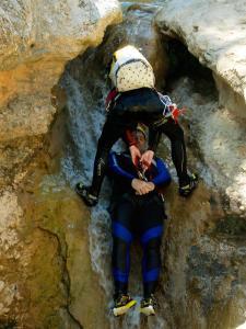 Descenso-barranco-Formiga-Barranquismo-Sierra-de-Guara-Guías-de-Barrancos-Canyoning-Canyon-Guides-Mendi-eta-arroila-gidariak-Arroila-jeitsiera-13