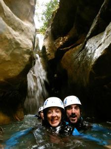 Descenso-barranco-Formiga-Barranquismo-Sierra-de-Guara-Guías-de-Barrancos-Canyoning-Canyon-Guides-Mendi-eta-arroila-gidariak-Arroila-jeitsiera-14