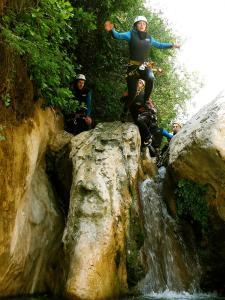 Descenso-barranco-Formiga-Barranquismo-Sierra-de-Guara-Guías-de-Barrancos-Canyoning-Canyon-Guides-Mendi-eta-arroila-gidariak-Arroila-jeitsiera-15