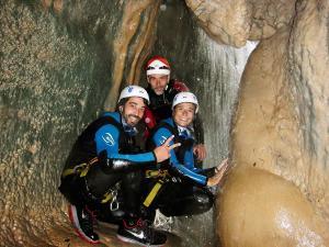 Descenso-barranco-Formiga-Barranquismo-Sierra-de-Guara-Guías-de-Barrancos-Canyoning-Canyon-Guides-Mendi-eta-arroila-gidariak-Arroila-jeitsiera-16