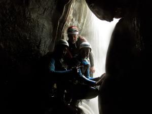 Descenso-barranco-Formiga-Barranquismo-Sierra-de-Guara-Guías-de-Barrancos-Canyoning-Canyon-Guides-Mendi-eta-arroila-gidariak-Arroila-jeitsiera-17